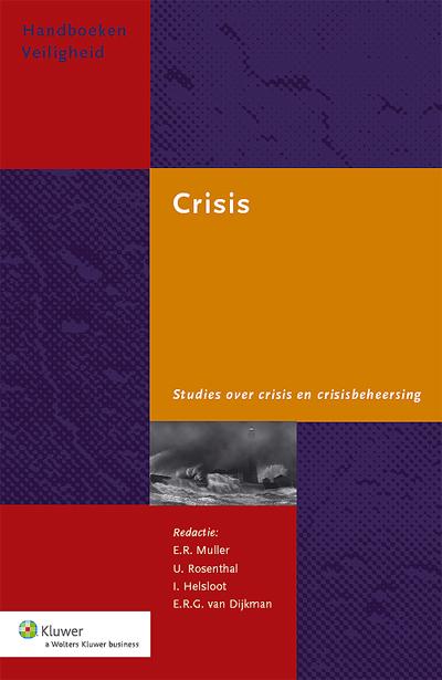 Crisis Ingegaan wordt op kernthema's in de crisisbeheersing zoals oefenen en trainen, crisiscompetenties, media- en crisiscommunicatie, rol van burgers, nazorg en internationale aspecten van crisisbeheersing.