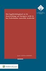 Legaliteitsbeginsel en doorwerking van Europees recht in Nederlandse materiële strafrecht <span>Het recht van de Europese Unie beïnvloedt direct en indirect de reikwijdte van strafrechtelijke aansprakelijkheid in Nederland. Die beïnvloeding heeft betekenis voor het materieelrechtelijk legaliteitsbeginsel. In deze uitgavewordt onderzocht hoe het legaliteitsbeginsel invulling krijgt in de context van het meerlagige Europees strafrecht en wat de implicaties van die invulling zijn voor het waarborgen van rechtszekerheid en machtsverdeling. </span>