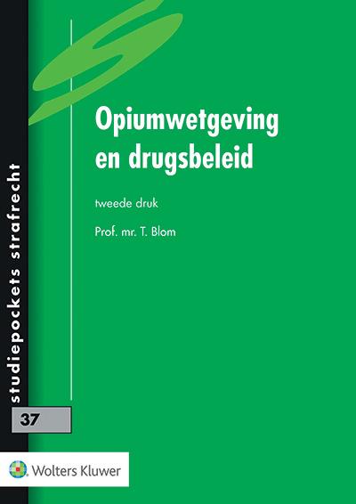 Opiumwetgeving en drugsbeleid In deze studiepocket beschrijft Blom het ontstaan van het Opiumverdrag en de Opiumwet, de bepalingen van de Opiumwet en de handhaving hiervan. Ook het landelijke en gemeentelijke drugsbeleid, de internationale verdragen en Europese ontwikkelingen op dit gebied komen aan de orde.